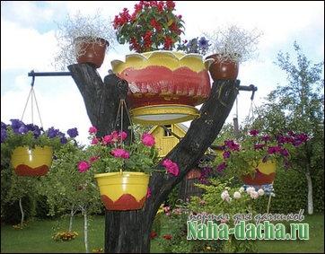 вазоны, клумбы из шин на дереве