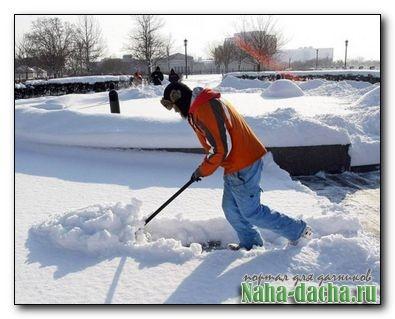 Как сделать ручной снегоуборщик своими руками