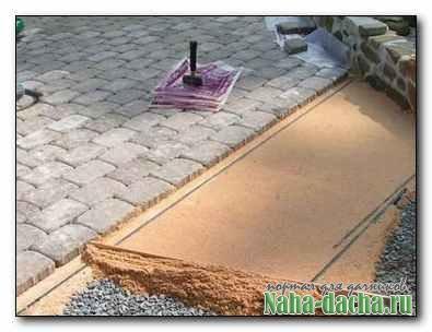 Как уложить тротуарную плитку на дачном участке